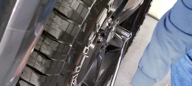 how to remove rounded lug nuts